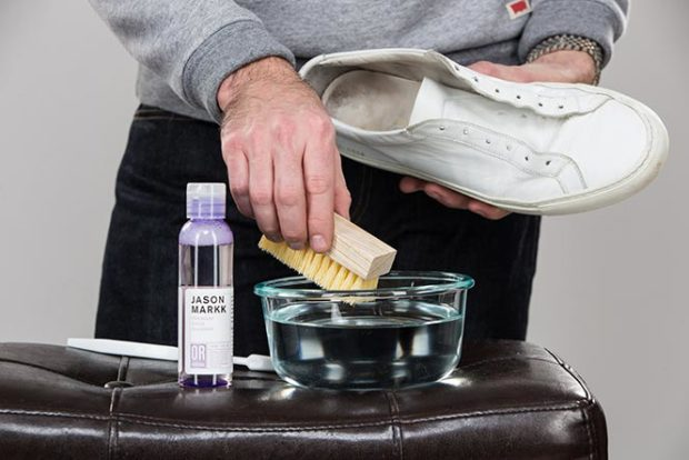 jason-markk-sneaker-cleaner-cleaning-white-leather-sneakers-common-projects-2